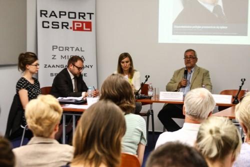 Jak walczyć z korupcją i przestępczością w biznesie? Kodeksy etyczne i polityka sygnalistów na świecie