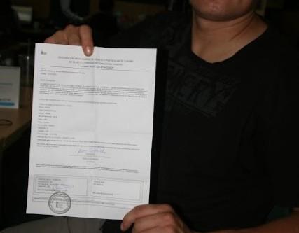 C. Hartwig Szczecin wyciąga canoe Marcina Gienieczko z urzędu celnego w porcie Guayaquil (Ekwador)