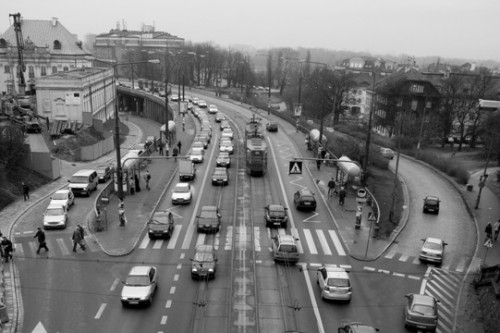 Polacy za kierownicą coraz bardziej odpowiedzialni
