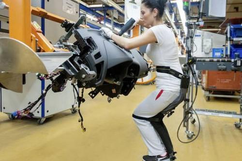 Chairless Chair usprawnia ergonomię  w fabrykach Audi