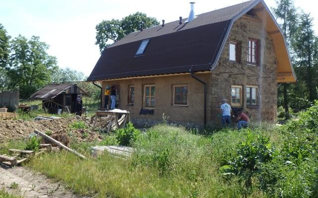 Habitat for Humanity z wolontariuszami budują Eko-dom