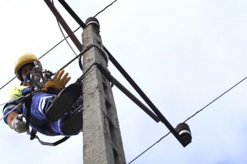 """""""Moc w ludziach"""" – film o pracy elektromonterów pogotowia energetycznego Enei"""