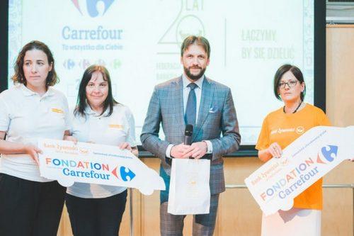 Carrefour Polska przekazał kolejne dwie ciężarówki na rzecz Banków Żywności
