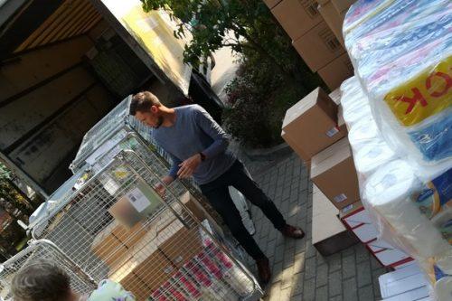 Ciężarówka środków higienicznych od Rossmanna dla Fundacji Hospicjum Onkologiczne w Warszawie