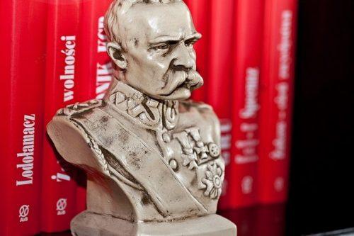 Piłsudski z brązu w darze od fundacji