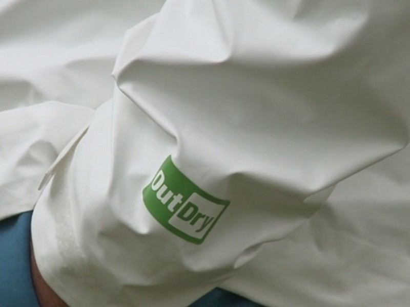ogromna zniżka najlepsze podejście Hurt Powstała kurtka wyprodukowana z 21 butelek PET   RAPORT CSR